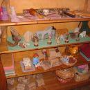 Igračke so narejene iz naravnih materialov. Večinoma jih je izdelala vzgojiteljica BRIGITT