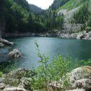 Kmalu ko je Komarča že v ozadju, se očke spočijejo v pogledu na Črno jezero !