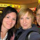 Katja, Dominika, Mateja na dunajskem letaliscu. Matejo sem spoznala na ameriski ambasadi v